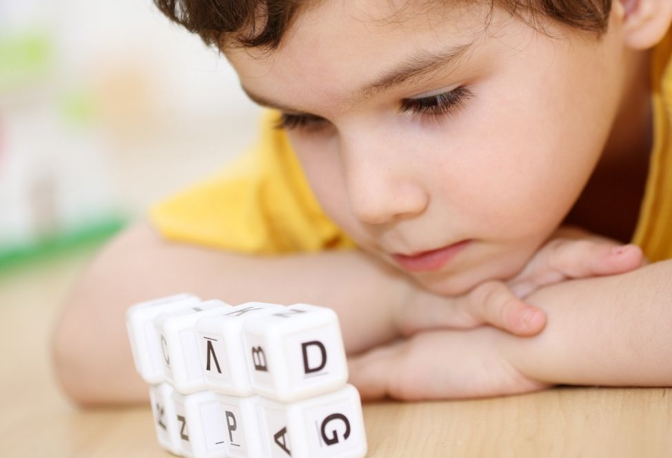 Early bilingualism: advantages and disadvantages